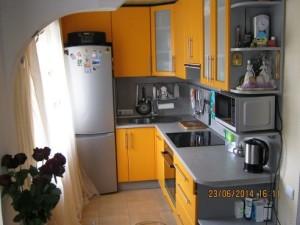желтая кухня в пленке пвх
