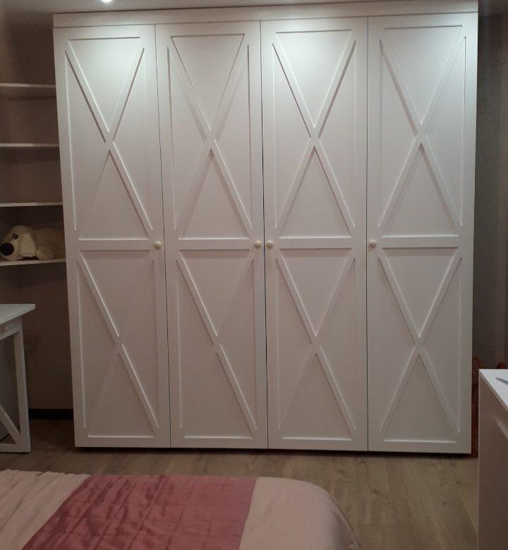 Шкафы на заказ в  Волгограде - белый матовый шкаф в детскую комнату.